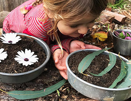 Mud Kitchen Play & Nature Craft