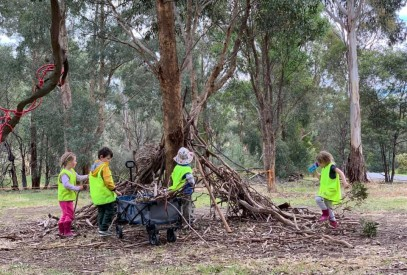 outdoor learning nature play